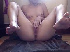 I want to smell&lick her sweet soles while she masturbates 5